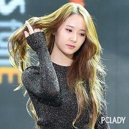 撸一管-这款长卷发的秀晶看上去非常妩媚,一抬手一撸发,整个散发出女神的...