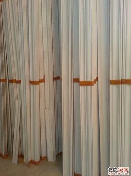 店里,这是店里房顶展示的石膏线的造型   ,帮助俺一起去买石膏线   ...