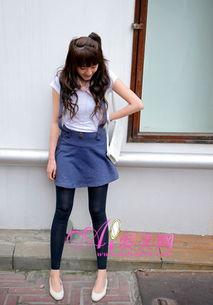 超短裙长筒丝袜美女 黑色中筒袜搭配 黑色中筒袜