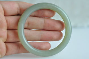 特价 37.78克新疆和田玉且末料糖青白玉圆条手镯 55mm 258元