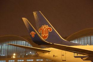 ...齐机场迎降雪 南航新疆航班运行正常