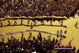 ...民们舞起的布龙预示着今年又是一个龙腾飞舞的丰收年.-浙江景宁畲...