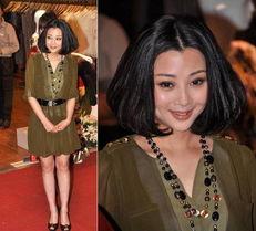 殷桃出席上海时代广场某品牌开张... 殷桃一身绿裙装扮,留着贵妇头,...