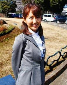 工口漫画-日本最美女议员转行当女优 大尺度封面曝光