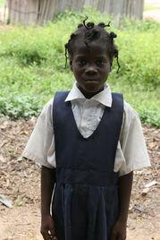 ...过节图片供稿:王爱华-赴利比里亚维和医疗分队和当地孩子共同过节