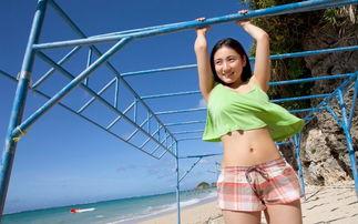 """日本女星纱绫11岁时就靠一对F乳闯荡写真界,更被誉为""""奇迹般的巨..."""