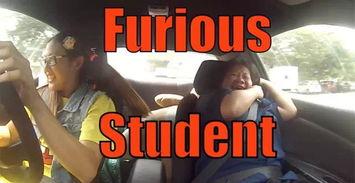 美女赛车手假扮新手去学车 把教练吓尿