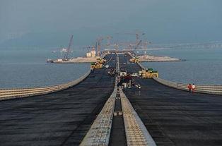 接香港、珠海、澳门的超大型跨海通道,全长55公里.