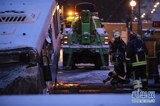 ... 莫斯科公交车冲出地下通道事故可能因司机操作埠帽或车辆 济南在线