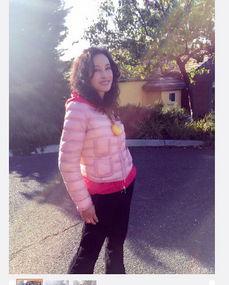 中,刘晓庆穿着粉色上衣,摆出各种时尚造型.网友看到照片后纷纷留...