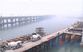 高集海堤开口改造主线桥浇筑箱梁 公路桥年底通车