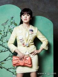 韩国美女明星宋慧乔日前为代言的某服装品牌拍摄春装宣传写真,宋慧...