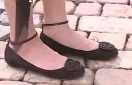 放羊的星星 欧雅若穿的鞋是什么牌子 在网上有购买的地方么