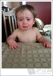 儿子为什么哭 有爱老爸分享儿子哭泣照走红