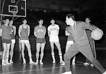 ...的成绩.是中国篮坛的传奇人物,是中国篮球50杰之一.钱澄海当运...