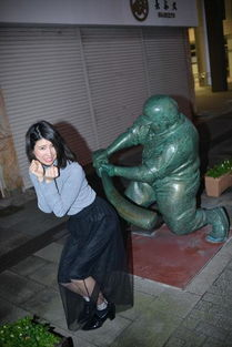 日本女人被打屁屁还那么开心 雕像被玩哭了