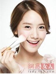 震动器体罚女生塞冰块-少女时代成员允儿是韩国出了名的天然美女,淡淡的妆容也足以亮眼,...