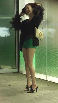 街拍视频 身材火辣的长腿性感少妇
