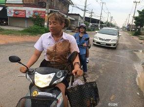 泰国女大学生泥坑里摔一跤 然后走红了