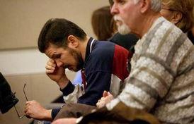 他们的心情此刻已无法用语言形容-美17岁少年为玩游戏枪杀双亲被判...