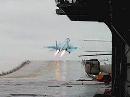 苏那罗的圣塔-罗援少将 中国已组建航母试航团 飞行员演练着舰