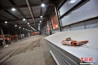 春运在即 北京西站南广场开始搭建临时候车室