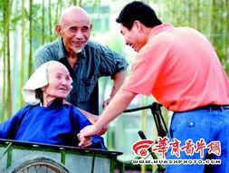 ...己最小的孙子,老太太乐坏了     摄 -98岁老太的幸福生活