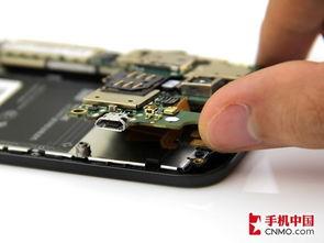 后可以看到两个隐藏的螺丝,小心取下螺丝.   小米手机的主板采用多...