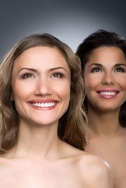 自信笑脸外国女人图片素材