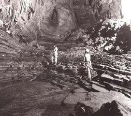 魆空-纳米比亚无底洞   1992年,南非洞穴学会和瑞士的洞穴研究团体在非洲...