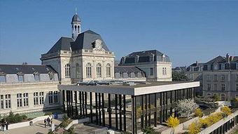 昂热西部天主教大学与蓝带国际厨艺和酒店管理学院哪个好