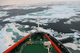 ...功穿越北极航道,往返太平洋和大西洋.图为去年7月21日