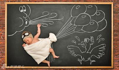 ...他的父母在他5天大的时候拍下了这组创意摄影,让网友们大呼有爱...