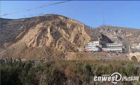 ...村石沟发生山体崩塌地质灾害,崩塌土方约9万方,44人被压埋-陕西...