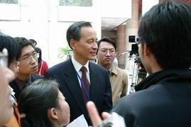 ...问题最受关心,亚洲司司长崔天凯成人们追逐焦点  -外交部2005年首...