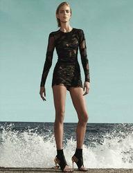 超模安雅真空出镜登德国版 Vogue 杂志 第3页