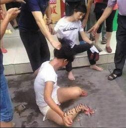 2岁女童被偷走 母亲脱鞋赤脚追回