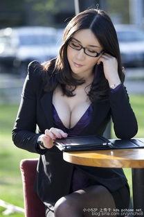 看见这种黑丝女秘书真是无抵抗力啊,老板真幸福