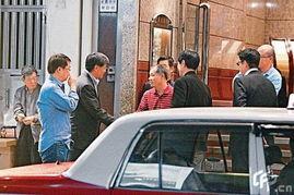 ...宁与友人到香港中环吃晚餐-李宁吃晚餐路人围观 体操王子被赞老成...