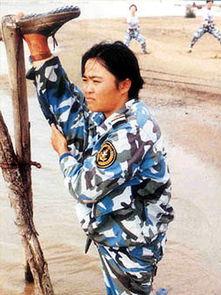 军报承认 女兵训练容易受伤骨折