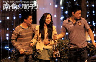 一龙三凤在线观看jpxieavcom-日前,王宝强被媒体拍到出现在京城的某家音乐吧,玩得高兴的他K歌...