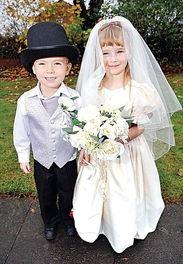 英小学为5岁女孩6岁男孩举行婚礼 引发社会争议