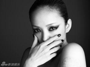 日本歌姬安室奈美惠全新专辑《FEEL》封面写真曝光.黑白色系的...