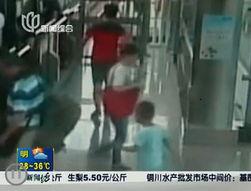 ...新闻 浦东男孩地铁六号线走失 好心人及民警合力寻到家人
