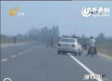 ...士提供的线索,一路追出不到两公里,就发现了因摩托车坏在路边的...