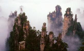 景区的最佳景点之一,峰高100余... 靠左的石峰似搁笔的
