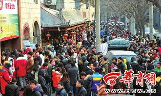 昨日 ,北京市海淀区民政局婚姻登记处等待领证的人们 中新社发 -华商...